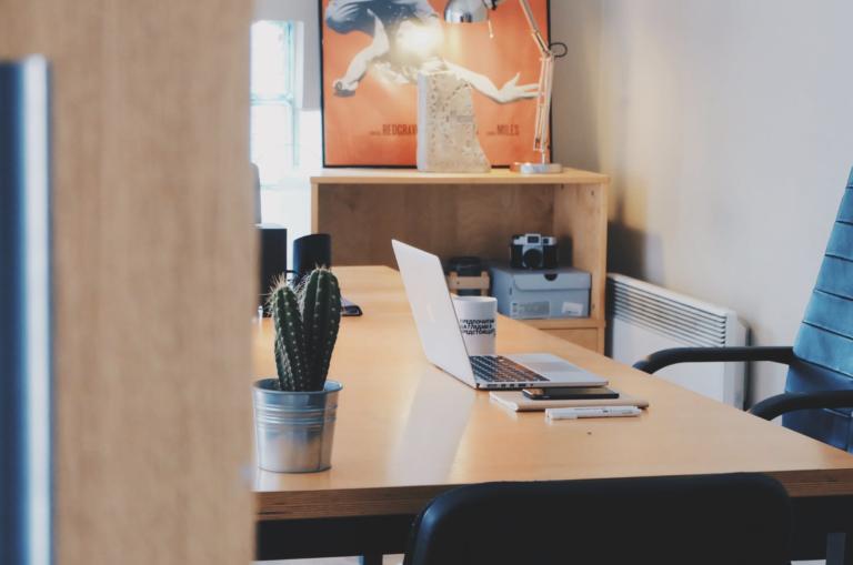 Estos 9 accesorios que son imprescindibles en tu escritorio
